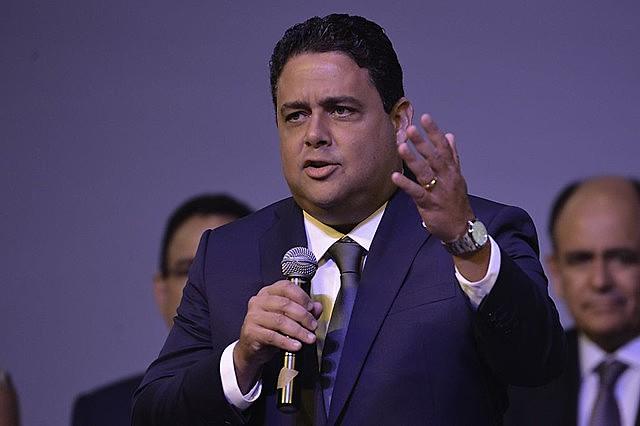Felipe Santa Cruz e sua família já foram alvo de declarações de Bolsonaro
