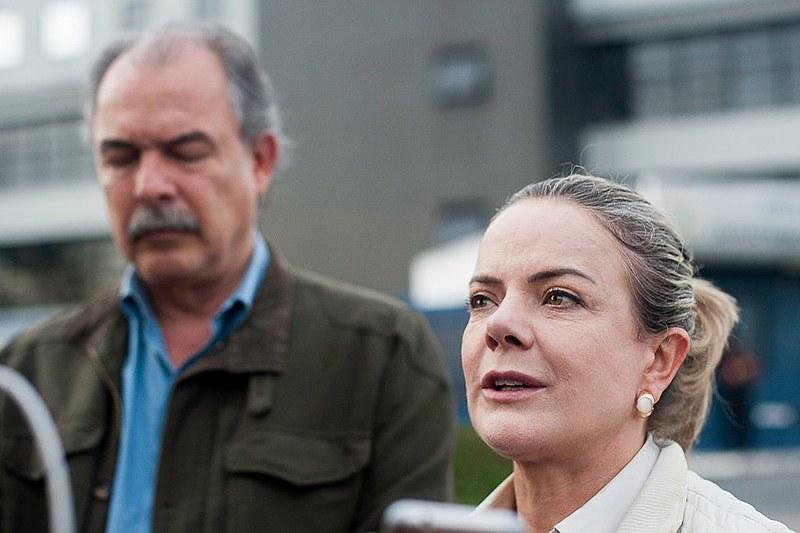 Gleisi Hoffmann e Aloizio Mercadante visitaram ex-presidente Lula nesta quinta