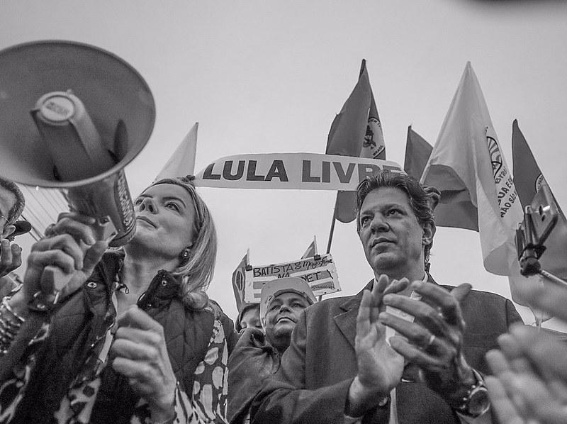 Gleisi Hoffmann e Fernando Haddad visitaram o presidente Lula na tarde de quinta-feira (18)