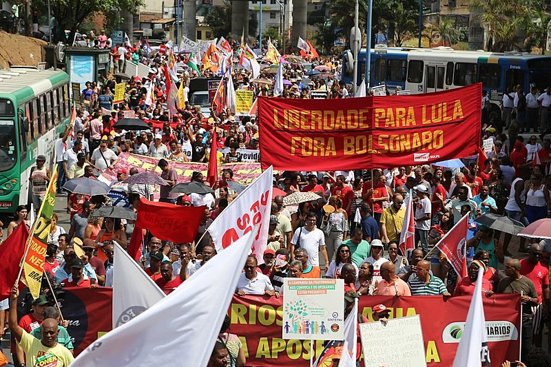 Protesters in Bahia took to the streets to fight for a public pension system, demand Lula's freedom, and attack Bolsonaro