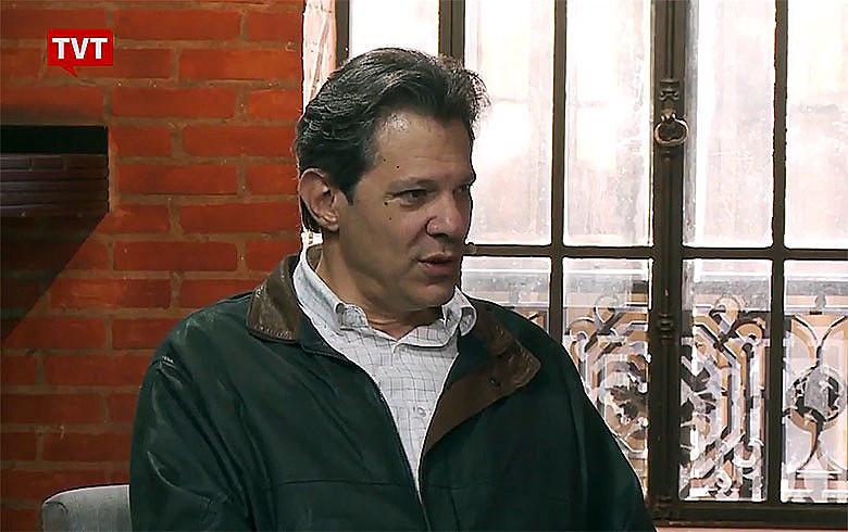 O ex-prefeito de São Paulo Fernando Haddad durante entrevista a Juca Kfouri