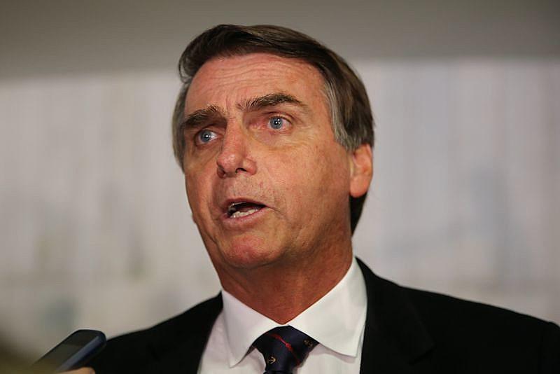 Deputado Jair Bolsonaro se posiciona de forma colonizada sobre a Amazônia