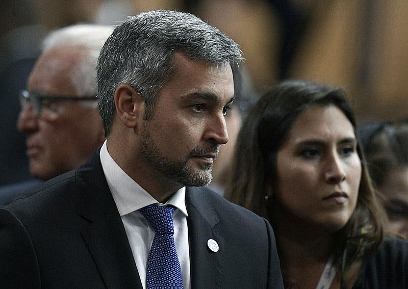 Um pedido de impeachment foi apresentado no dia 1º de agosto, mas foi frustrado pela retirada de apoio da bancada Honor Colorado