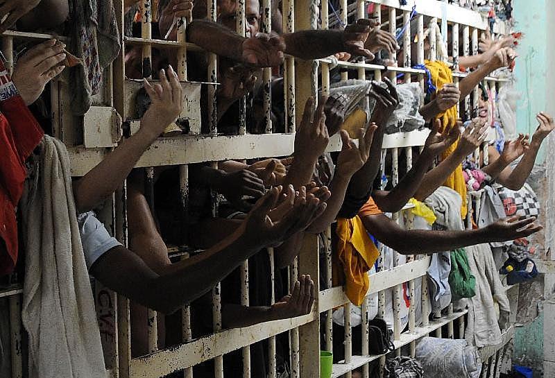 O sistema prisional do estado possui 27 mil vagas e onúmero de presos que ultrapassa 52 mil de acordo com Tribunal de Justiça do Rio