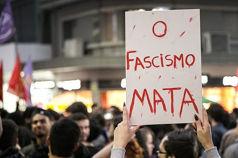 O fascismo está à vista. Foi instalado o que se chama 'DOPS do Bolsonaro', (re)inaugurando o estado policial dos tempos da ditadura.