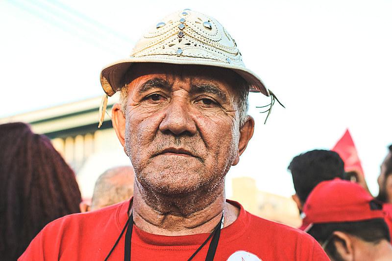Aos 62 anos, José Marcos já trabalhou na roça e na cidade, e hoje sobrevive tocando zabumba em grupo de música nordestina