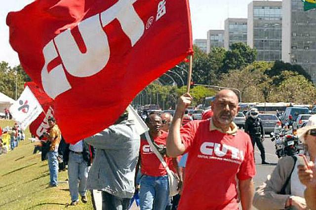 Además de la reformas de las pensiones y laboral, los sindicatos incluyen en la agenda la PEC 241