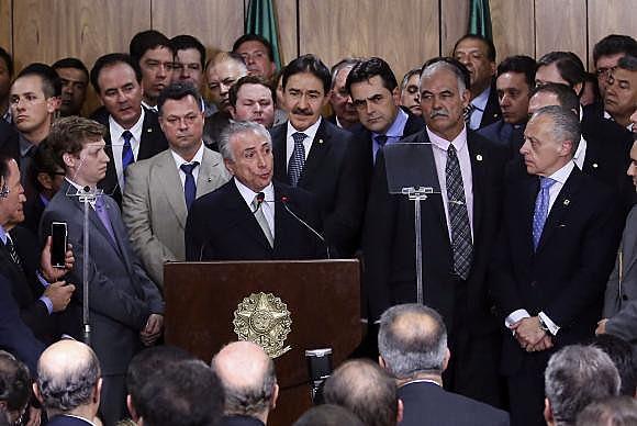 O presidente interino Michel Temer faz primeiro pronunciamento oficial durante cerimônia de posse dos ministros de seu governo