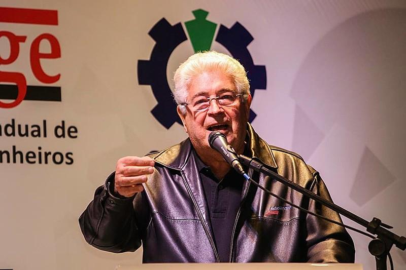 Em palestra no 11º Congresso Nacional de Sindicatos de Engenheiros, Requião defendeu a soberania nacional e criticou colegas de partido