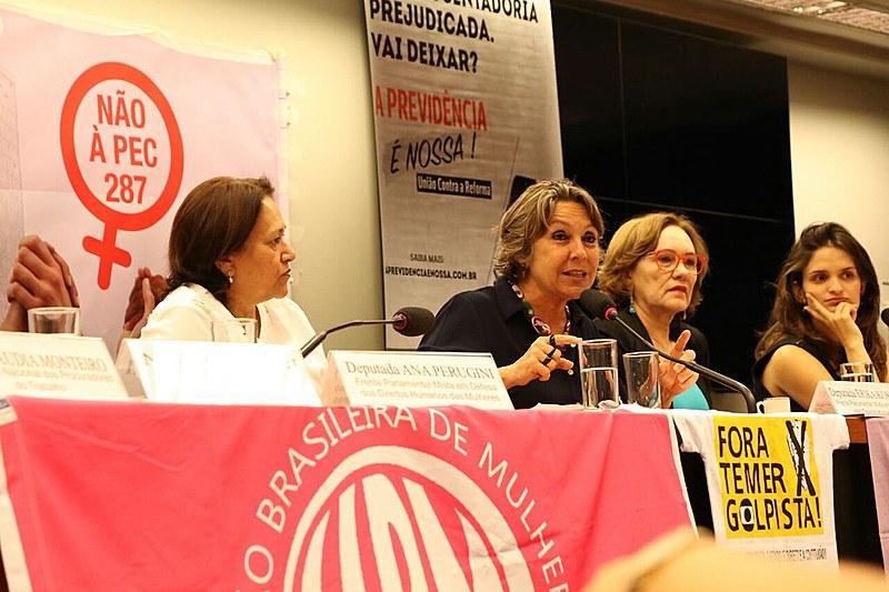 Audiência pública realizada na Câmara Federal nesta quarta-feira (8) sobre o impacto da proposta de Reforma da Previdência entre as mulheres