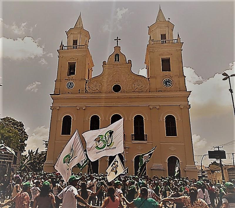 O encerramento do encontro contou com mais de 1200 camponeses quando foi realizada missa na Catedral da Paraíba e ato político.