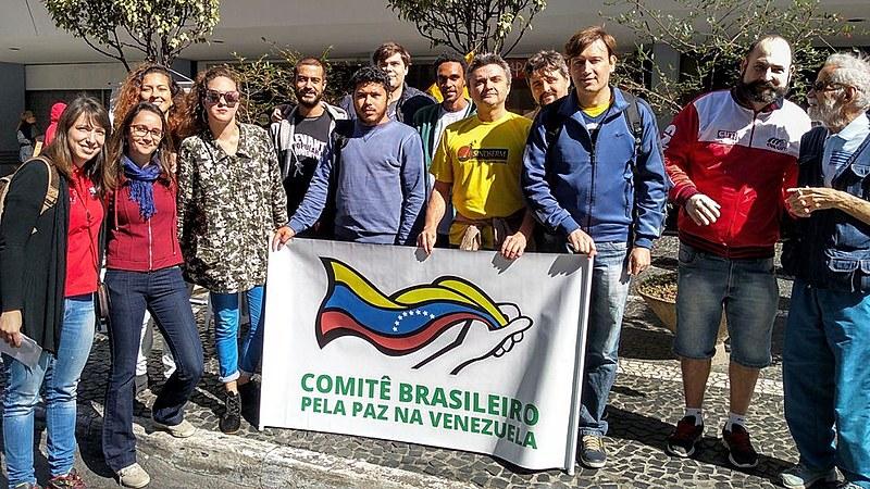 Comitê Brasileiro pela Paz na Venezuela organizou uma panfletagem na avenida Paulista, na manhã deste domingo (20)