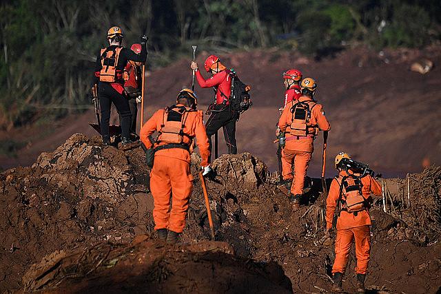 Equipos de rescate empiezan cuarto día de búsqueda en la región de Brumadinho, Minas Gerais, donde una represa se rompió el último viernes