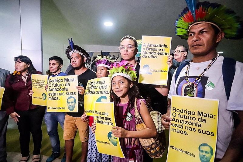 protesto indigena camara dos deputados