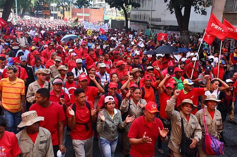 Venezuelanos foram às ruas para defender Maduro nesta quarta-feira (23)