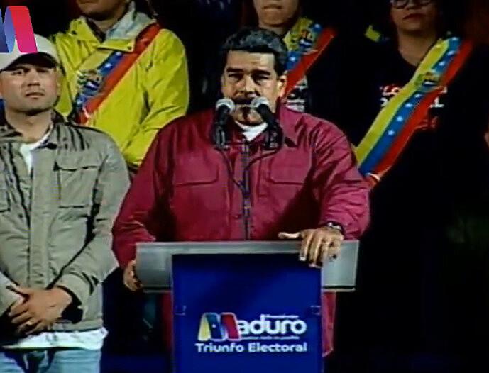 Logo após o resultado, Maduro discursou em frente à sede presidencial, com transmissão ao vivo por TV e internet
