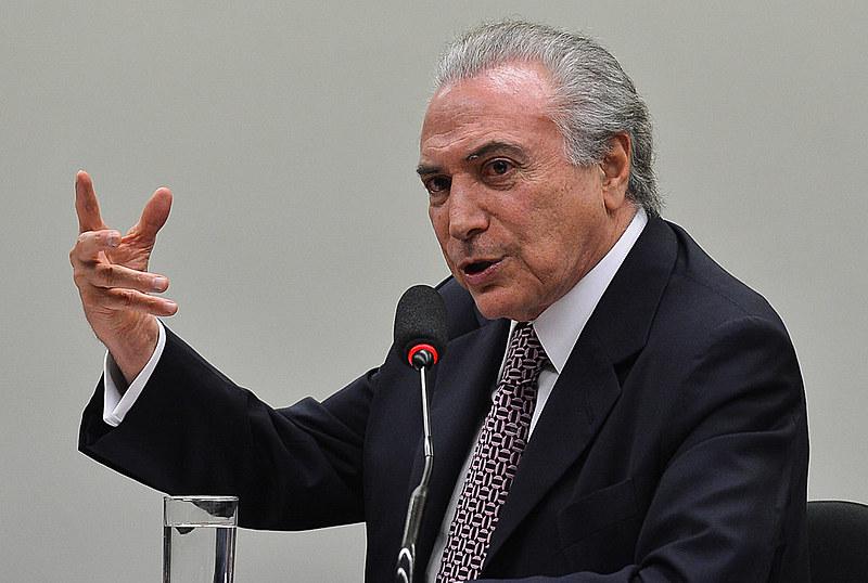 O PMDB afastou deputados favoráveis à denúncia contra Temer
