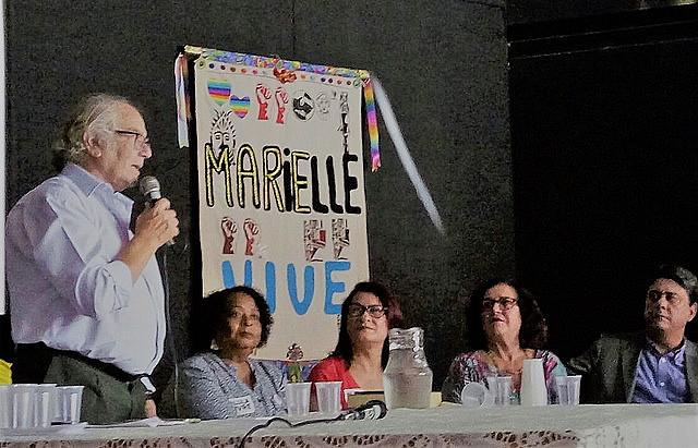 Adolfo Pérez Esquivel durante la visita al Museo de la favela de Maré, en Rio de Janeiro