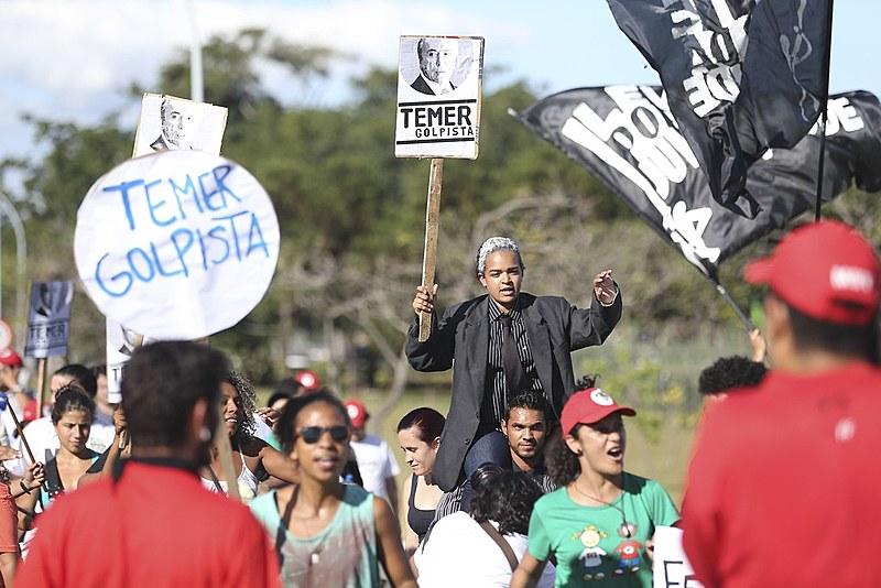 Manifestação realizada em 23/04 no Palácio do Jaburu, residência do vice-presidente
