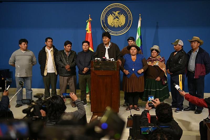 O comunicado de Evo Morales foi feito ao lado de organizações sociais no hangar presidencial, na cidade de El Alto