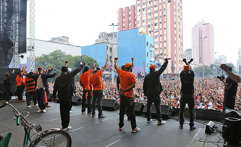 Racionais Mc's se apresentam no palco principal da Virada Cultural de São Paulo