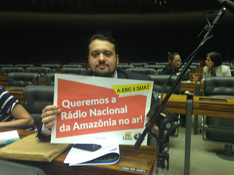 Gésio Passos, coordenador-geral do Sindicato dos Jornalistas do Distrito Federal, durante o protesto na Câmara