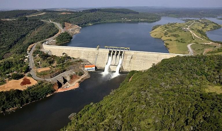 Usina Hidrelétrica Governador Jayme Canet Junior, no Paraná, gera energia suficiente para atender um milhão de pessoas