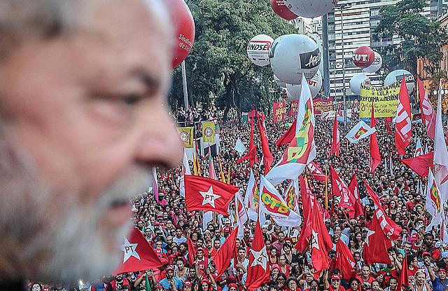 Ex presidente Lula participa de acto político en la Plaza de Sé, en São Paulo, en enero de este año