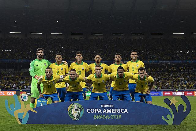 """Dois dias depois da oposição voltar às ruas com força, Bolsonaro recuperou uma poderosa bandeira de 2013, os """"hospitais padrão FIFA"""""""