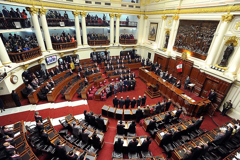 Pela Constituição, se o Legislativo rejeitasse as reformas, vindas por moção de confiança do governo, o presidente poderia dissolver a Casa