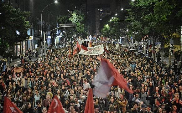 Cerca de 20 mil personas marcharon en Curitiba (Paraná) contra los recortes en la educación