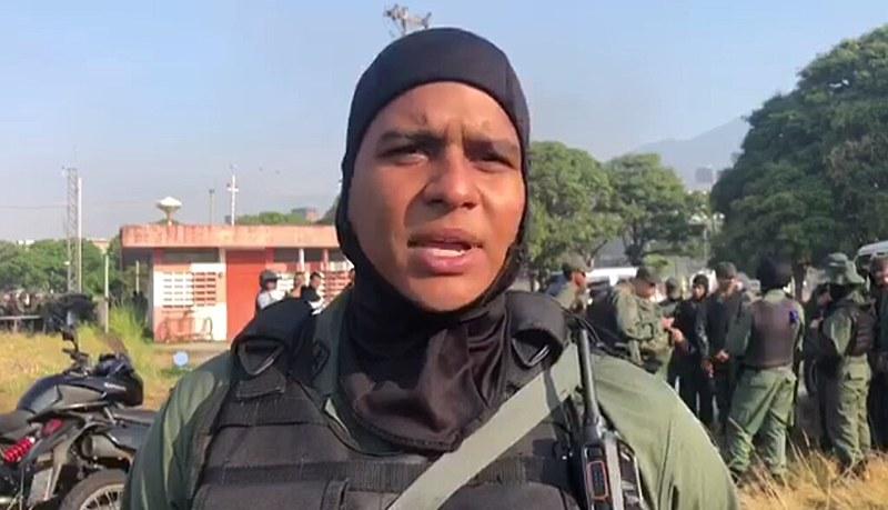 """Presidente Nicolás Maduro afirma ter conversado com todos os mandos militares que teriam manifestado """"total lealdade ao povo"""""""