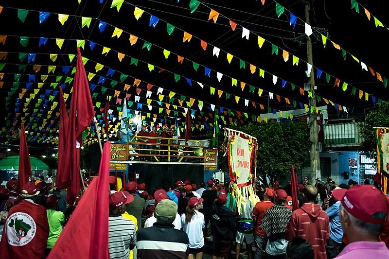 O ato foi na área central do município de Pombos