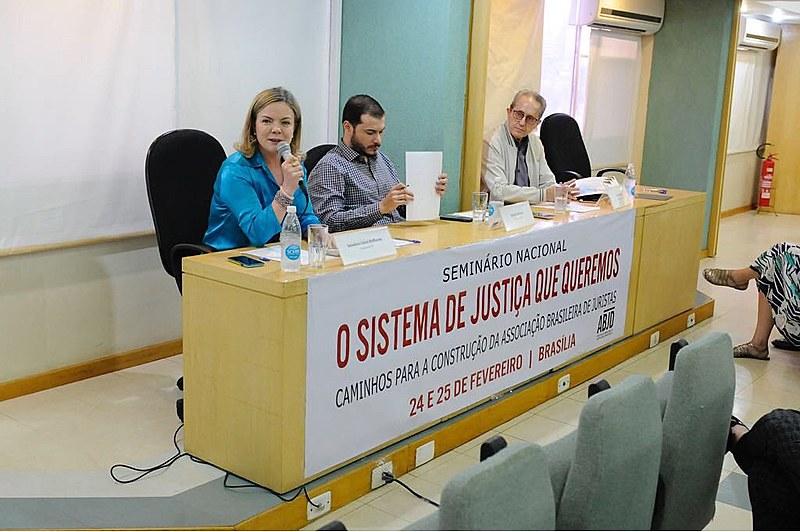 Gleisi Hoffmann participou do encontro: 'Aprendemos que instituições não são neutras'
