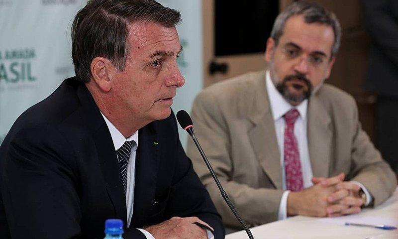 """Em dia de protestos, ministro Abraham Weintraubchegou a afirmar que o país """"gasta demais"""" com educação"""