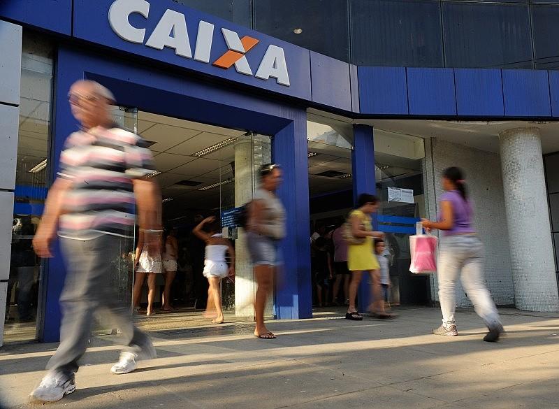 Empresa 100% pública, Caixa está sendo preparada para privatização, segundo anúncio do governo