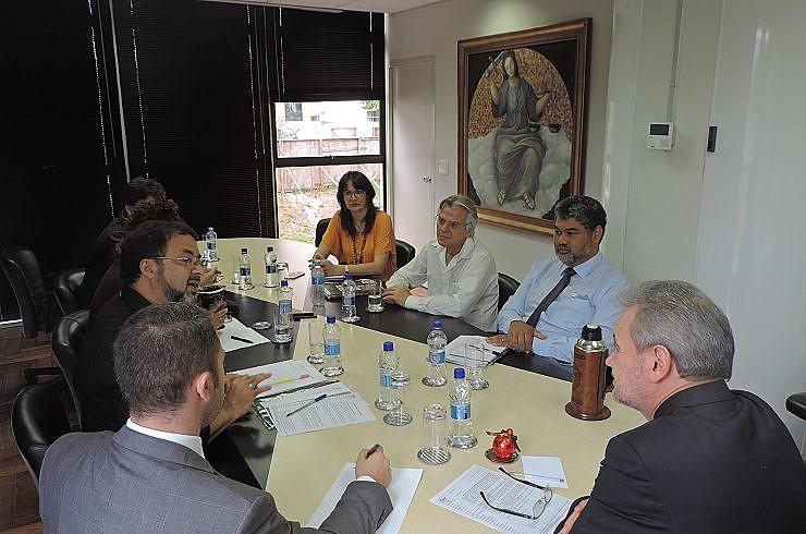 APP-Sindicato se reuniu com representantes do MP nesta quarta-feira (14) para pedir providências