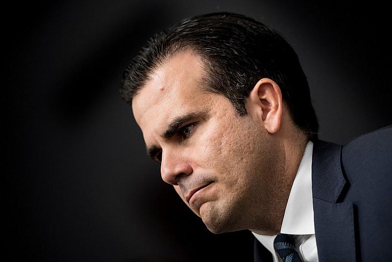 """""""Hoje lhes anunciou que renunciarei ao cargo de governador na sexta-feira, dia 2 de agosto, às 17h"""", afirmou Rosselló"""