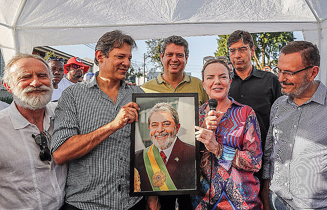 Ex-president Lula's campaign coordination team was announced during press conference on Tuesday (24) in Curitiba