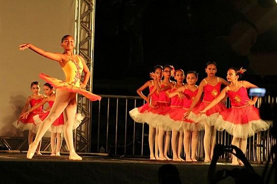 Entre os presentes estarão cerca de 200 alunos e profissionais, além do grupo convidado Ballet Darlene Moura