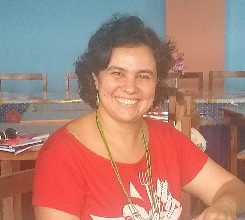"""Ana Chã é integrante do MST e autora do livro """"Agronegócio e Indústria Cultural - Estratégias das empresas para a construção da hegemonia"""""""