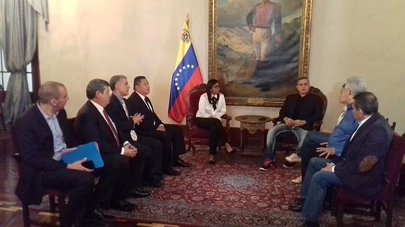 Delcy Rodrigues, presidenta da Assembleia Nacional Constituinte, se reúne com opositores