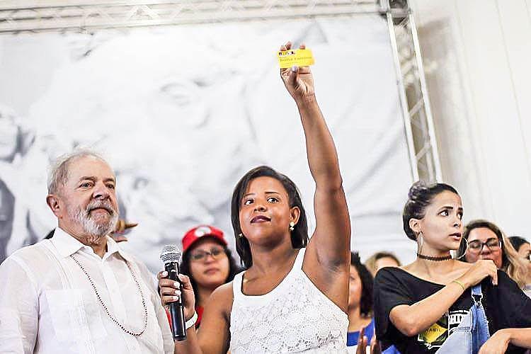 Atividade aconteceu nesta terça durante passagem da caravana de Lula em Aracaju.