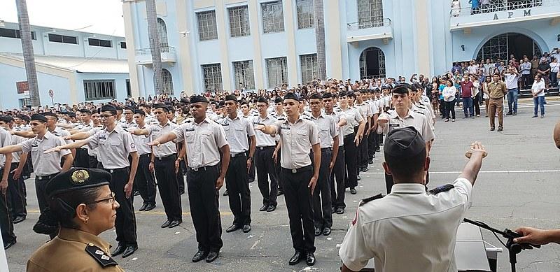 Se engana quem acredita que as escolas militares são as mais bem avaliadas do Brasil. Esse título pertence às escolas federais