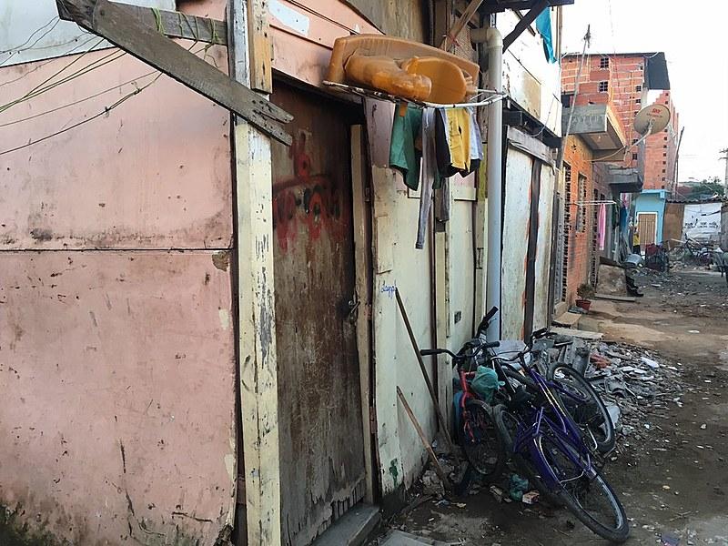 Barraco onde morava Leandro de Souza Santos; Favela fica em local valorizado por especulação imobiliária