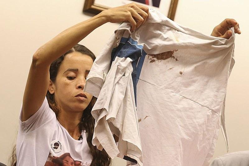 Bruna Silva, mãe do garoto assassinado Marcus Vinícius; garoto foi morto quando ia para a escola
