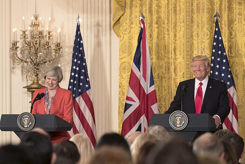 Thereza May foi a primeira dirigente mundial a ser recebida por Donald Trump na Casa Branca, em janeiro de 2017