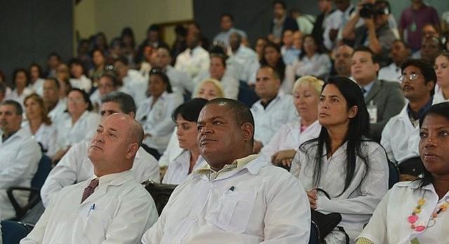 Médicos cubanos que permanecieron en Brasil tras el fin del convenio en noviembre de 2018 no pueden actuar profesionalmente
