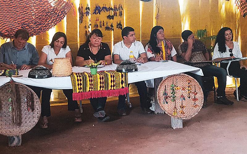 Deputados federais e representantes de órgãos do Judiciário e de organizações da sociedade civil receberam as denúncias dos indígenas