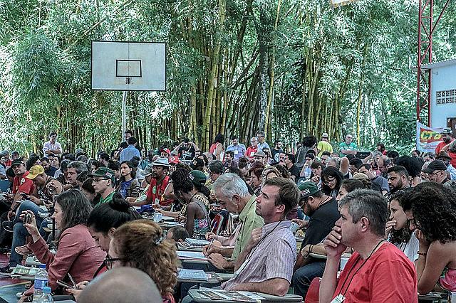 Militantes participan del acto de apertura de la conferencia del Frente Brasil Popular